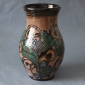 Danico beige vase med kohornsdekoration, 27 cm