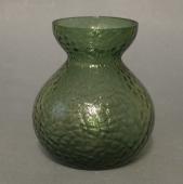 Fyens Glasværk buttet vissengrøn hyacintglas med hamret overfl.